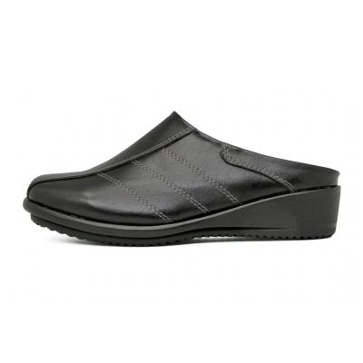รองเท้าแตะส้นเตี้ย LC-37 หนังนิ่มดำ