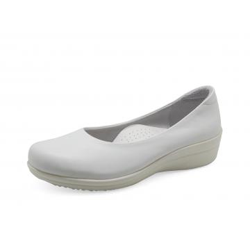 รองเท้าคัทชูส้นเตี้ย SB-01 หนังนิ่มขาว